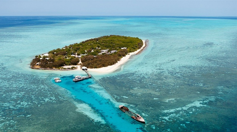 Heron Island and its own wreck by drone