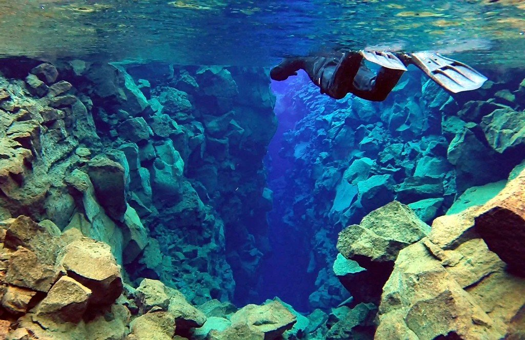 Silfra fissure snorkeling tour Iceland