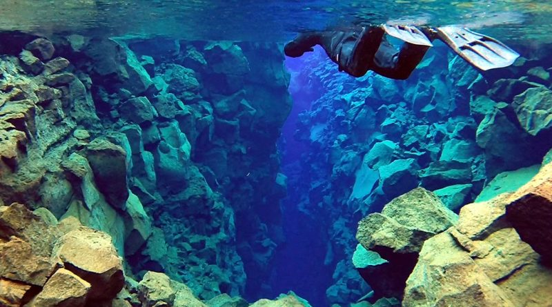 Silfra fissure snorkeling tour - Refreshment in Iceland