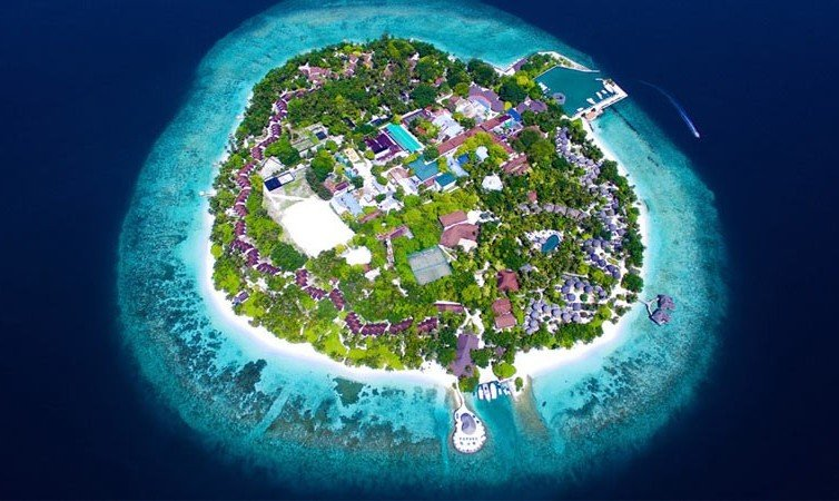 Best snorkeling Maldives resorts Bandos
