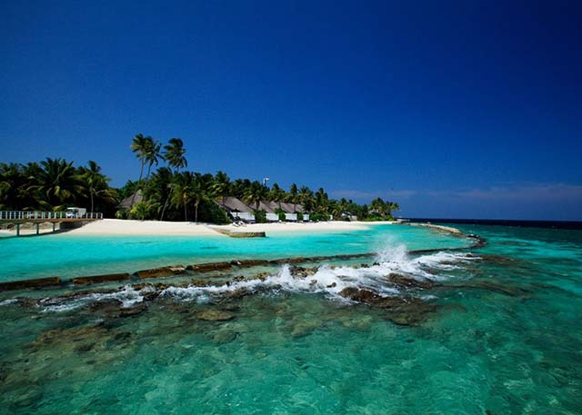 Best snorkeling Maldives resorts