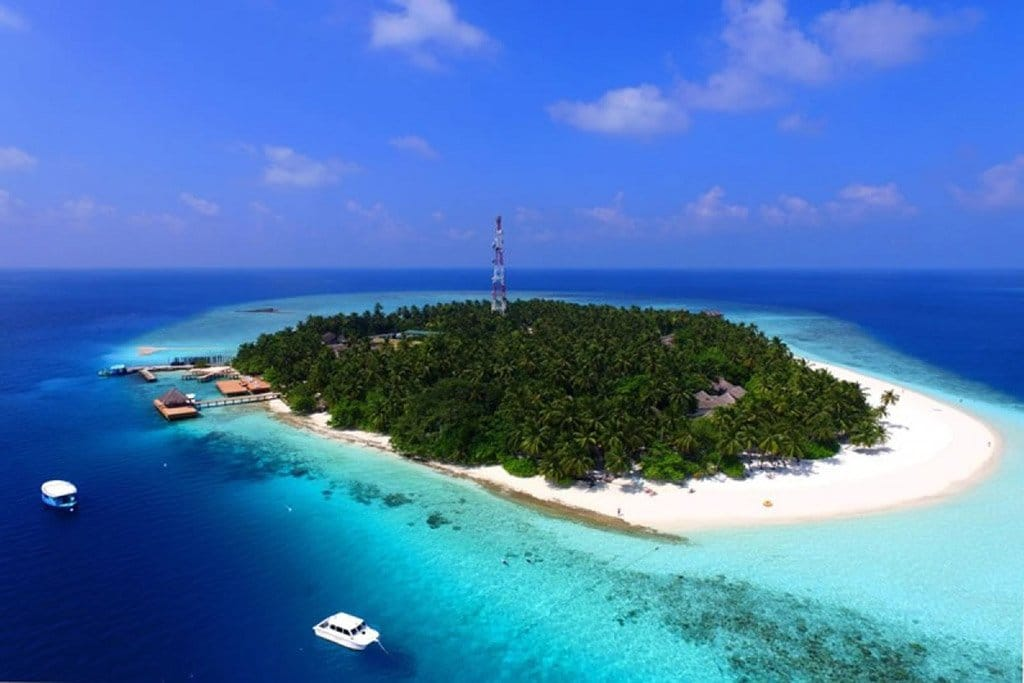 best-snorkeling-fihalhohi-island-maldives