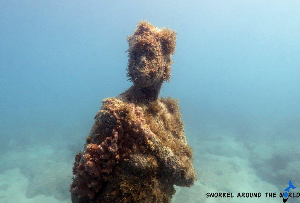 Void musa underwaterstatue
