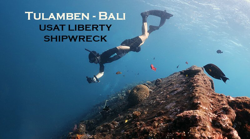 Tulamben Bali - Snorkeler next to the shipwreck