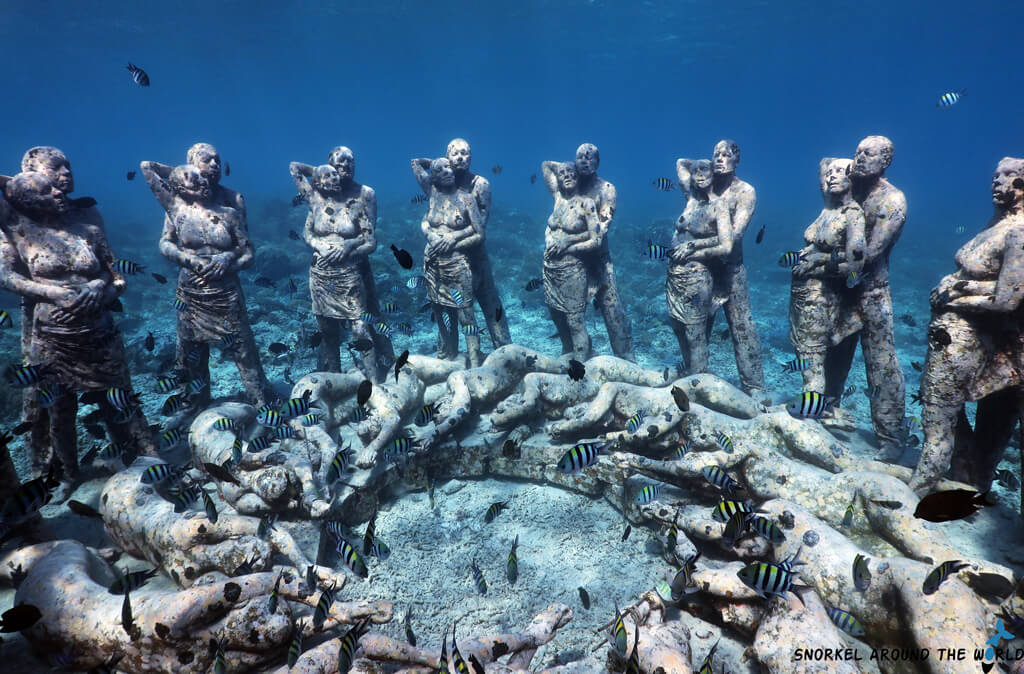 Underwater statues - Gili Meno