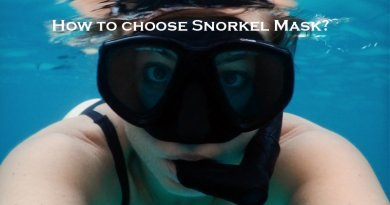 Snorkeler in the water with snorkel mask, who helps choose the right one