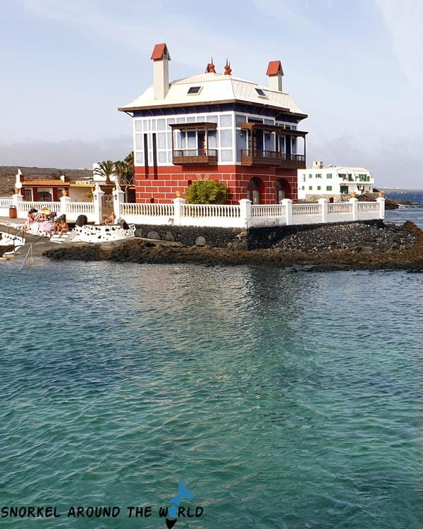 Arrieta Playa del Charcon blue house