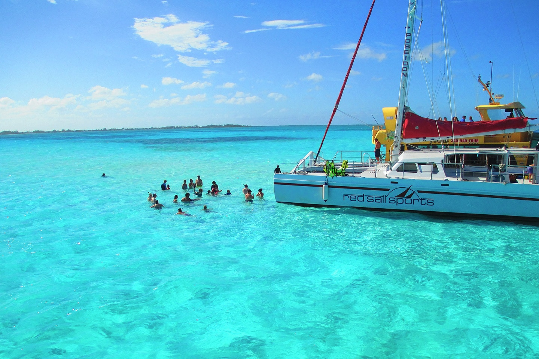 Catamaran trip to Stingray City