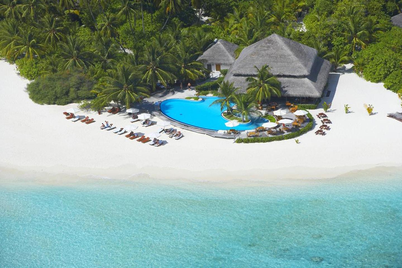 White sandy beach Filitheyo Island Resort